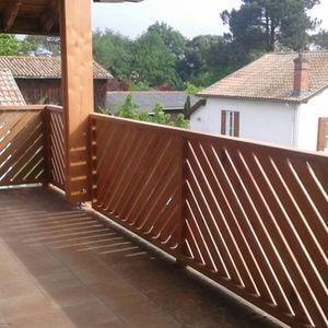Balcon mis en place sur une terrasse